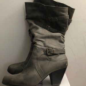 Cliffs by white mountain tall boots in gray 10